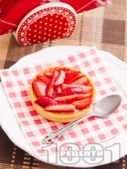 Тарталети с крем и ягоди - снимка на рецептата